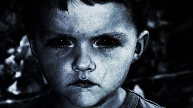 Черноглазые дети - загадочные существа ищут разрешения войти в жилище человека