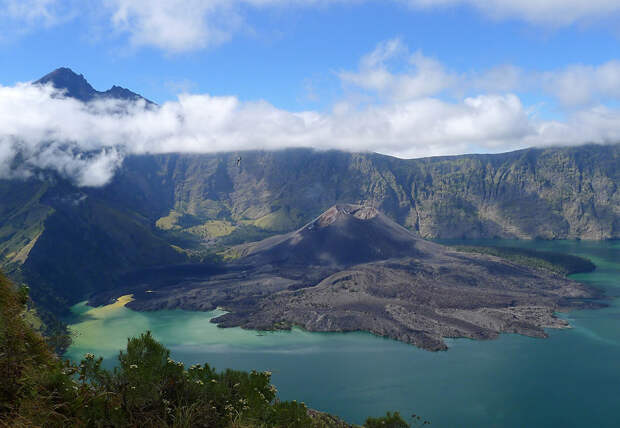 Вулкан Ринджани: одно из самых красивых мест Индонезии
