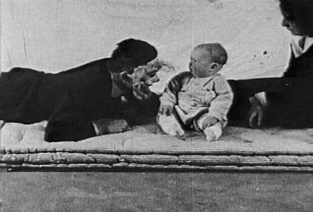 «Маленький Альберт» — жестокий эксперимент, доказавший связь между опытом и страхом