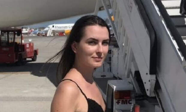 Туристку сняли с самолета за вульгарный внешний вид