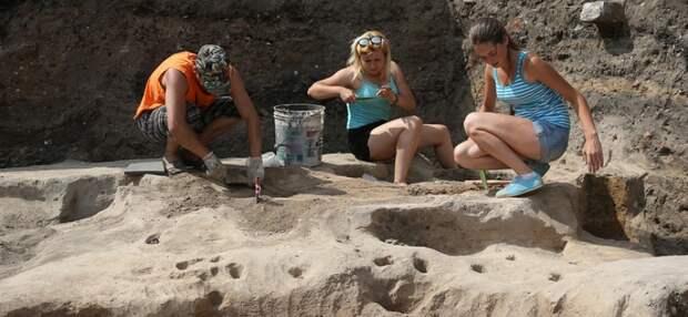 В Крыму найден античный склеп с изображением Геракла