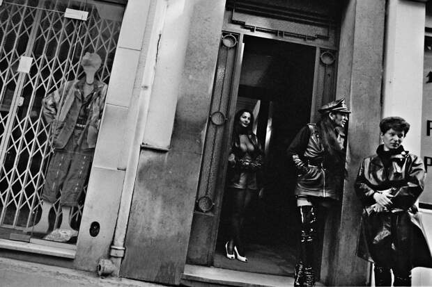 Труженицы секс-индустрии с улицы Сен-Дени. Фотограф Массимо Сормонта 12