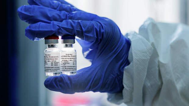 Украинских политиков обвинили в тайной вакцинации от коронавируса