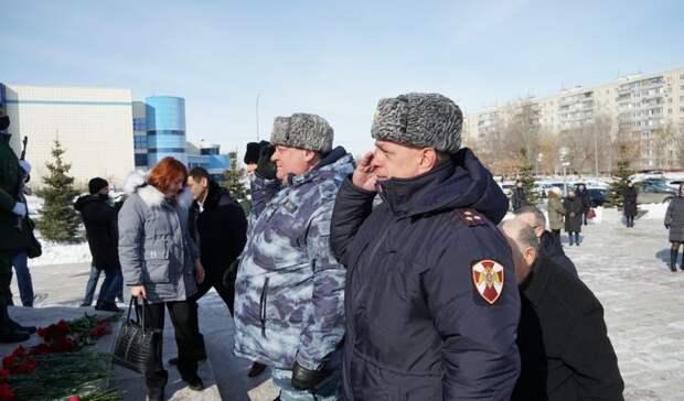 В Оренбурге прошло возложение цветов к памятнику Александра Прохоренко