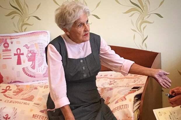 Моя прабабушка заказывает вещи на Алиэкспресс