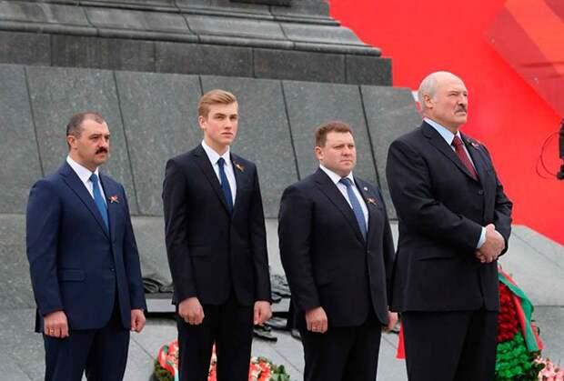 Зачем четыре Лукашенко летят в Москву...