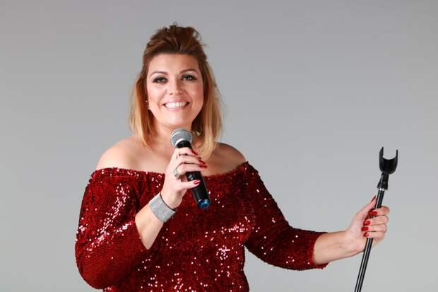 Женщина-двойник певицы Адель сделает дорогую операцию нажелудке, чтобы стать похожей напохудевшую звезду