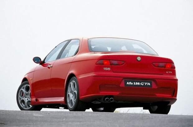 Более мощный двигатель и улучшенная аэродинамика - не единственные преимущества GTA.  Модель получает улучшенную подвеску, мощные тормоза Brembo и очень «острую» рулевую рейку.  Интерес к новой версии подогревается тем, что она выпущена ограниченным тиражом.  К концу производства в 2005 году было построено 1973 седанов и 1678 универсалов.