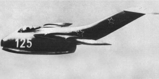 Легенда родилась вначале холодной войны. Ивоенные, илюбители авиации наЗападе поражались: Какэто уразрушенного войной СССР получилось так быстро наладить выпуск реактивных самолётов? Вот точно унемцев украли