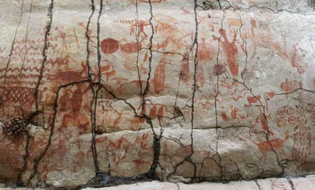 В джунглях Амазонки нашли рисунки возрастом 10 000 лет, на которых люди охотятся на зверей-гигантов
