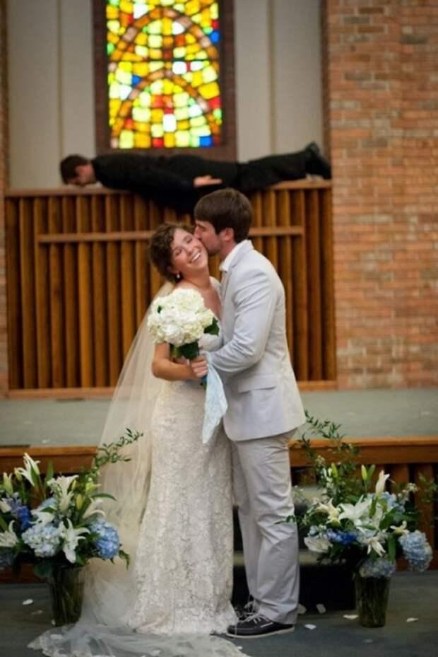 Позор свадебного альбома: 20 забавных фотографий со свадеб, на которых что-то пошло не так