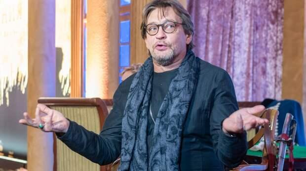 Можно собрать жидкие аплодисменты: Домогаров вступился за Ефремова и перепутал соцсети со сценой