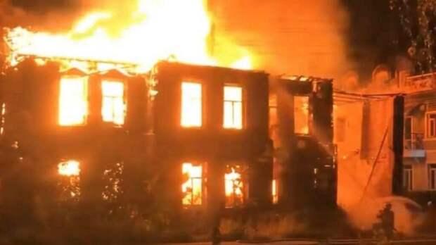 Исторический памятник XIX века дотла сгорел в Вологде (видео)