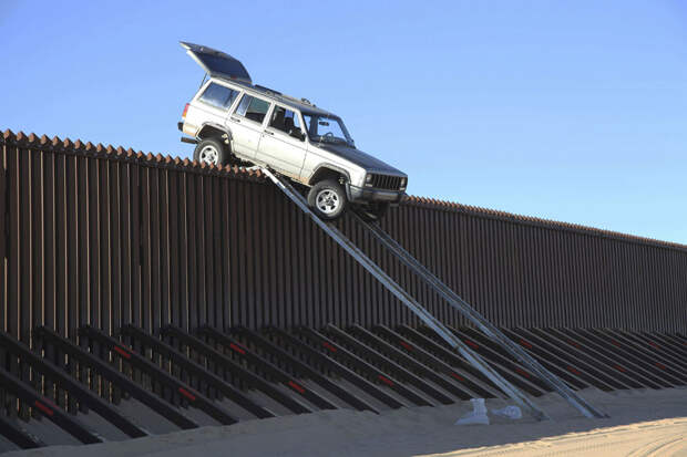 Неудачная попытка нелегального пересечения границы у города Юма, штат Аризона