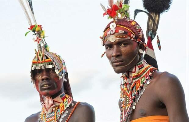 Суровые мужчины племени Самбуру. Фото https://vk.cc/c0V10H