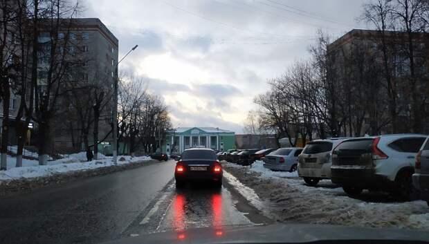 Пробка длиной в 2 км образовалась в Климовске из‑за ремонта асфальта