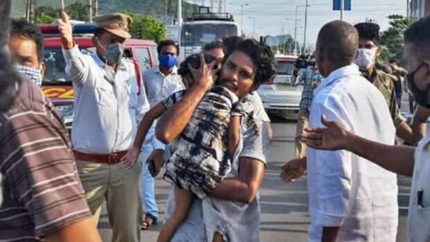 Утечка газа случилась нахимзаводе вИндии, есть погибшие