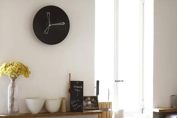 Часы в интерьере: фото и идеи