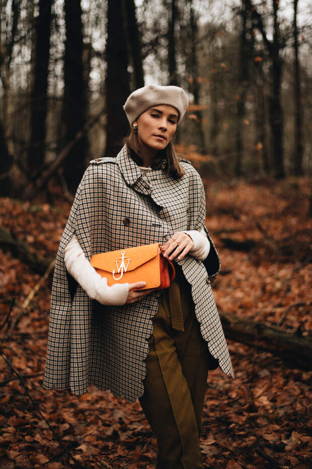 Рыцарская мода возвращается: тренд на кейпы осенью 2020 года