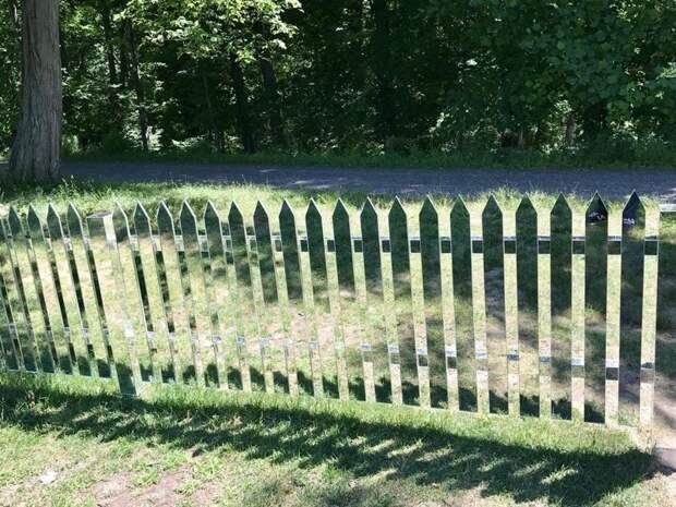 Зеркальный забор - самая опасная вещь в мире! Радость, дом, забор, прикол, строительство, цвет, юмор
