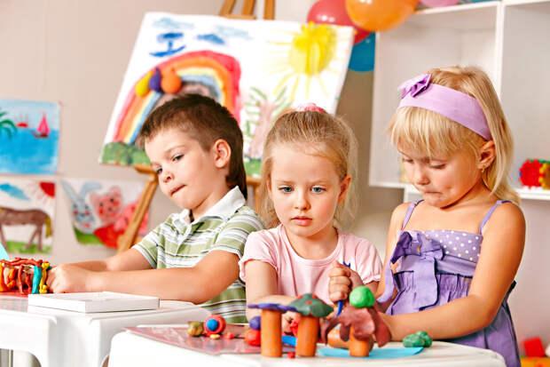Нужно ли отдавать ребенка в частный детский сад?