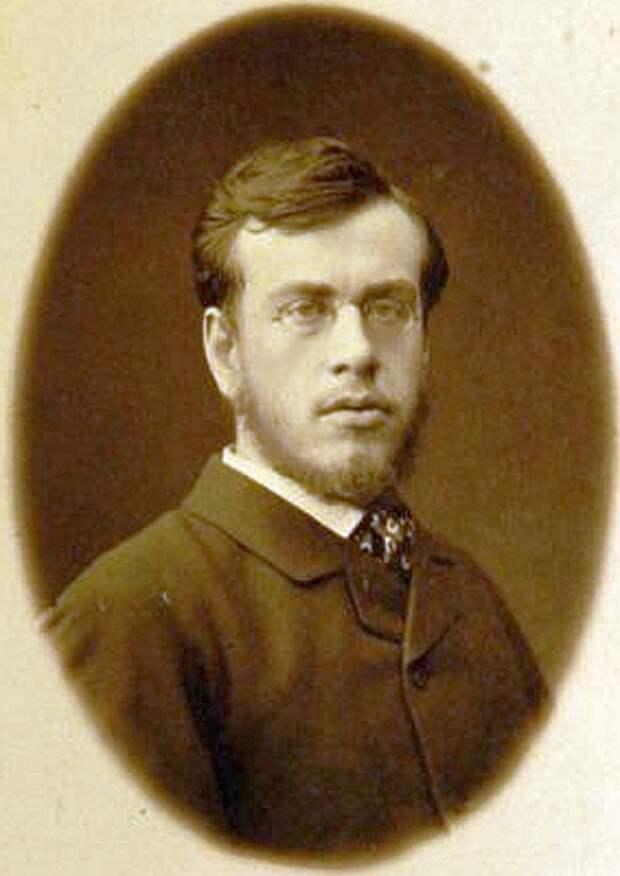 Сергей Львович в возрасте девятнадцати лет.