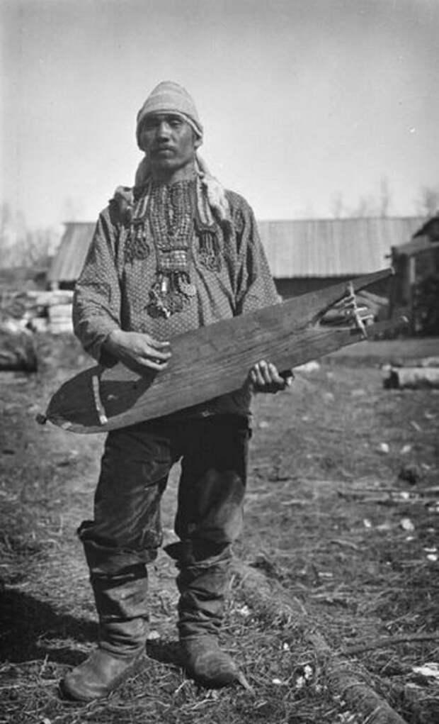 Тут не знаю точно, представитель какого народа - Сибиряк, жил в окрестностях Енисея