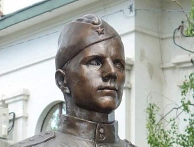 Народный памятник народному герою