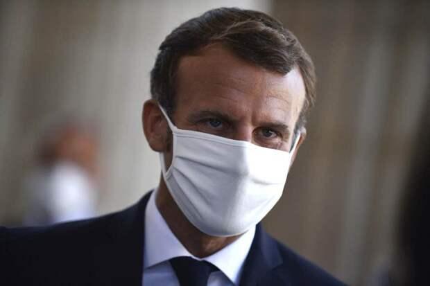 В Париже введен комендантский час