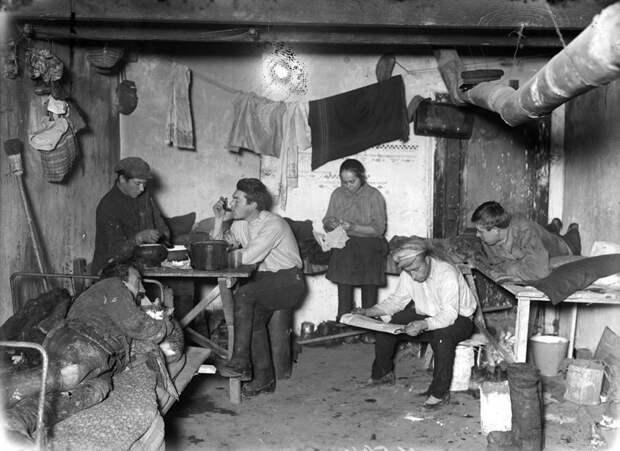 1. Комната рабочего общежития, Москва, 1928 девушки, интересно, ностальгия, общежития ссср, студенчество, фото
