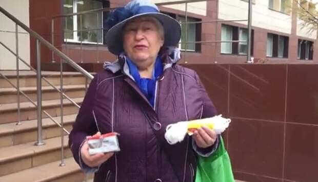 Веревку и мыло подарили новосибирские пенсионеры министру соцразвития региона