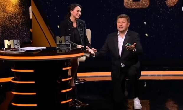 «Я у ваших ног!» Губерниев встал на колено перед Загитовой в прямом эфире: видео