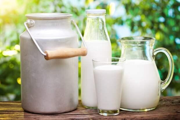 Шеф-повар всегда выдерживает сельдь в молоке перед подачей, повторяю его метод
