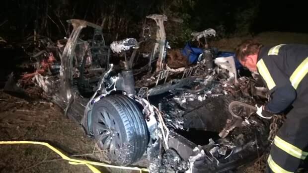 2 человека погибли в предположительно беспилотном автомобиле Tesla в результате аварии