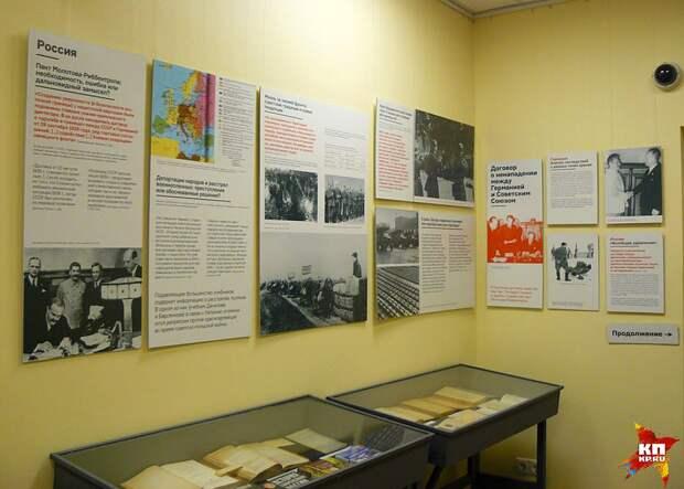 Экспозиция ютится в коридорах центра «Мемориал» Фото: Роман ГОЛОВАНОВ