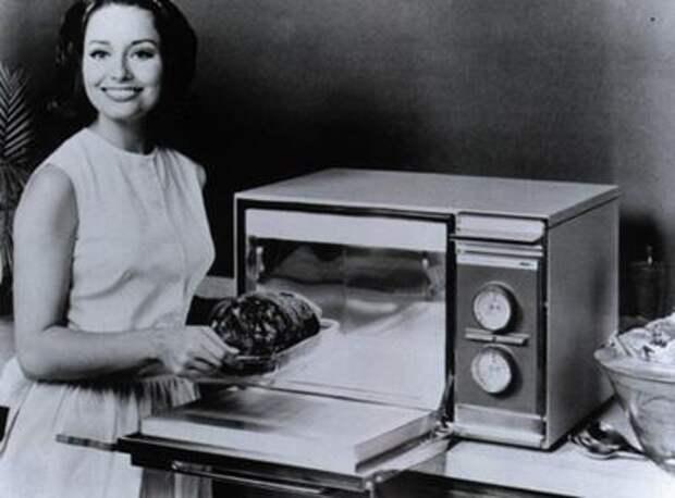 Изобретательнице Джесси Картрайт (Jessie Cartwright) принадлежит много инноваций бытовой техники, в том числе создание первой в то время модели микроволновой печи Radarange.