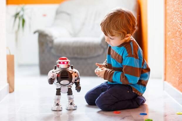 Роботы не помогут ребенку так, как обычные игрушки. / Фото: medaboutme.ruг