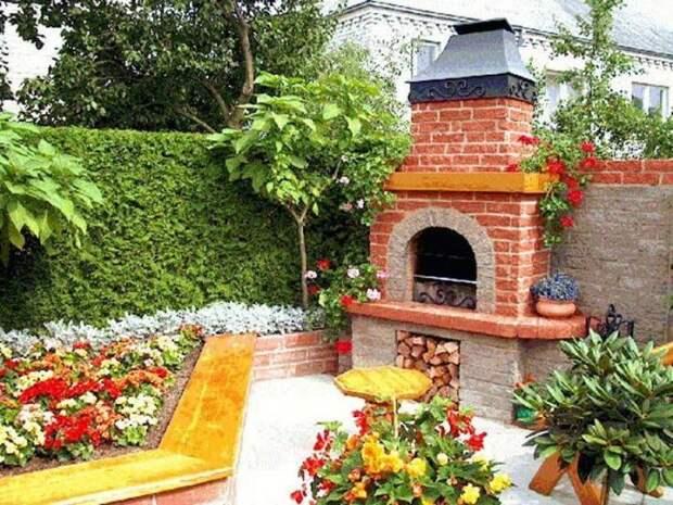 Печь может иметь более креативный вид, если добавить ярких красок. /Фото: econet.ua