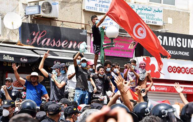 Президента Туниса обвинили в госперевороте