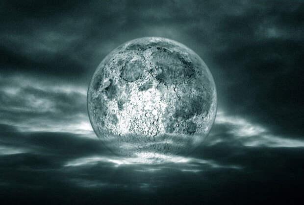 Почему опасно смотреть на Луну