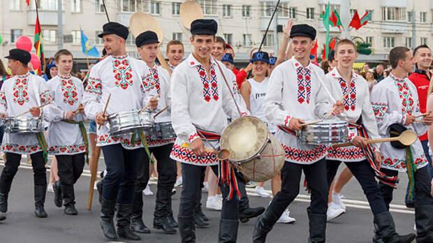 Это где-то рядом с Россией и там коронавирус лечат водкой: Почему мир мечтает захватить Белоруссию