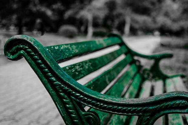 Во дворе на Туристкой в Северном Тушине установили новые скамейки