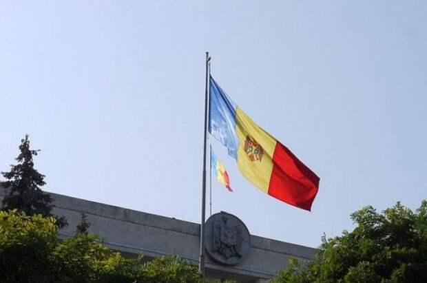 В Молдавии сторонники президента вышли на митинг у здания КС