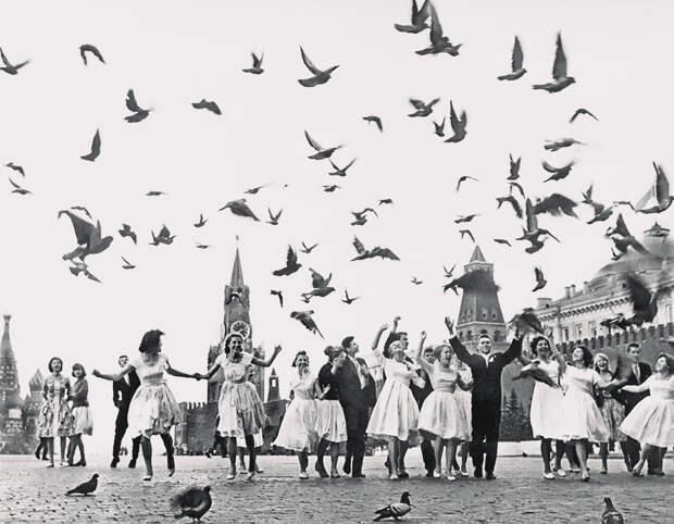 Выпускники московских школ на Красной площади. 1961 год. Фото: ТАСС