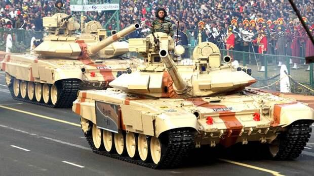 ТанкиТ-90С «Бхишма» во время парада в Нью-Дели