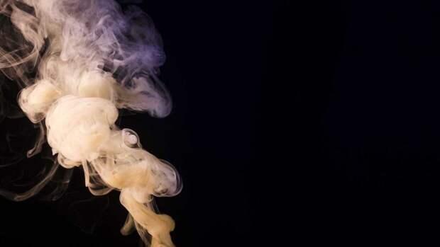 Ученые доказали влияние табачного дыма на риск заражения коронавирусом