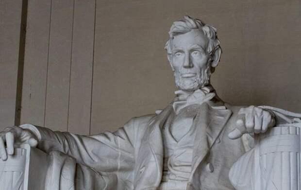 В США на аукционе продали прядь волос Авраама Линкольна
