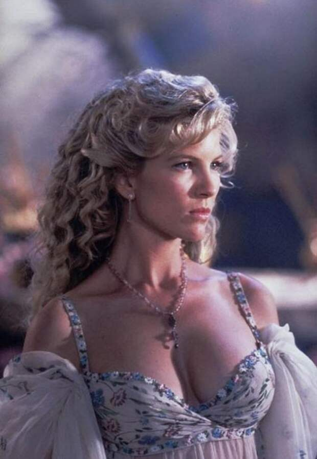 Афродита из 90-ых Александра Тайдингс