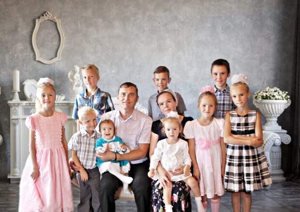 Сергей Собянин вручил награду многодетной семье из Северного