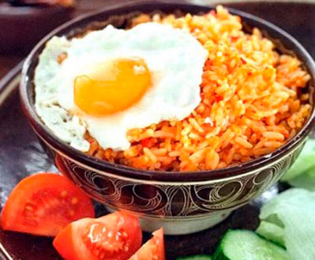 «Нази горенг», жареный рис
